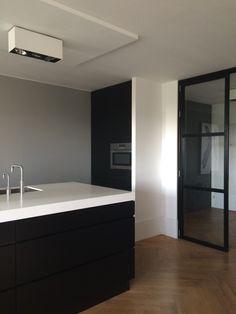 Kitchen in Amsterdam apartment | visgraat vloer
