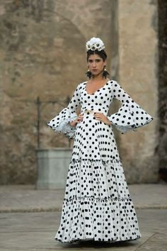 N/A Retro Fashion, Fashion Show, Womens Fashion, Fashion Trends, Flamenco Costume, Gypsy Style, My Style, Half Saree Lehenga, Mode Simple