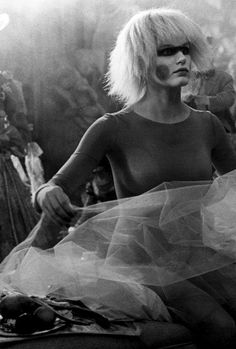 "nostalgia-gallery: ""Daryl Hannah on the set of ""Blade Runner"" "" Blade Runner Pris, Blade Runner 2049, Cyberpunk, I Movie, Movie Stars, Sean Young, Tv, Daryl Hannah, Sci Fi Horror Movies"