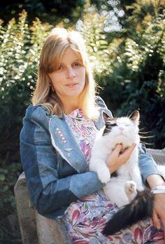 Linda McCartney and cat