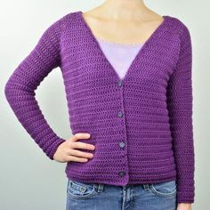 This sweater has a mid length V shaped neck that is great for layering. Wear this classic cardigan with a camisole, t-shirt, or turtleneck underneath. The pattern includes 9 sizes ranging from X-Small Gilet Crochet, Crochet Cardigan Pattern, Crochet Jacket, Crochet Patterns, Crochet Stitches, V Neck Cardigan, Sweater Cardigan, Crochet Bodycon Dresses, Crochet Hook Sizes