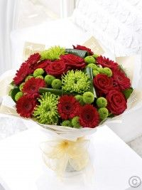 Showcasing the very best in designer chic, this sophisticated hand-tied bouquet makes an exceptional gift. New Baby Flowers, Love Flowers, Beautiful Flowers, Happy Birthday Flower, Birthday Bouquet, Get Well Soon Flowers, Red Centerpieces, Anniversary Flowers, Gardens