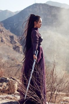 in the desert, picking roses // avatar by dramaedits Female Samurai, Warrior Girl, Chinese Clothing, Poses, Chinese Culture, Hanfu, Geisha, Traditional Dresses, Art Girl