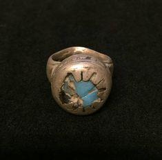 Quiero compartir lo último que he añadido a mi tienda de #etsy: Antique Tuareg Silver Ring ~ Light Blue Glass Bohemia Trade Bead http://etsy.me/2CoKzgj  Anillo antiguo con mucho encanto #joya #anilloantiguo #plata #unisex #azul #tuareg #ojoprotector #oldsilverring