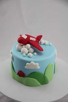 Airplane cake, I love this SO much. Too bad the baker of this amazing cake is all the way in Australia.