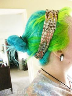 OMG I love these colors!!! It's what a mermaid's hair looks like...lol  Manic Panic Atomic Turquoise And Electric Banana.