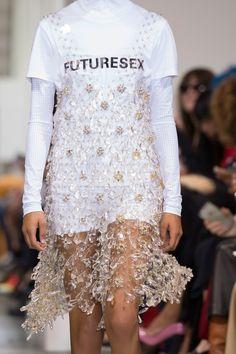 Paco Rabanne at Paris Fashion Week Spring 2017 - Fashion Show Fashion Week, Runway Fashion, Trendy Fashion, High Fashion, Fashion Show, Fashion Looks, Fashion Trends, Paris Fashion, Vogue Fashion