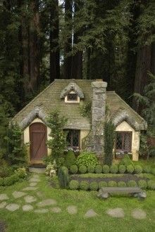 Cob Home, I want it. I grew up wanting a little English Cottage like this one.