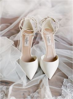 Besten Fotos 45 einzigartige Hochzeit Schuhe Braut Ideen, die Sie haben müssen … Best Photos 45 Unique Wedding Shoes Bride Ideas You Must Have Style An easy way to check on would be to move in your finance expense card instructions and checkbook Valentino Rockstud, Valentino Rossi, Valentino 2017, Valentino Wedding Shoes, Shoes Valentino, Unique Wedding Shoes, Designer Wedding Shoes, Wedding Shoes Bride, Bride Shoes