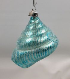 Try these stylish touches to freshen up your Christmas decorating and bring cheer to your house this holiday season with these Fresh Blue Christmas Decorating Ideas. Beach Christmas Trees, Turquoise Christmas, Coastal Christmas Decor, Nautical Christmas, Tropical Christmas, Christmas Tree Themes, Blue Christmas, Christmas Tree Ornaments, Christmas Holidays