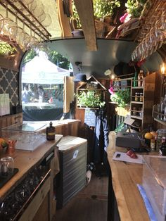 Gallery & Video – The Gin Thing - Wohnwagen Catering Van, Catering Trailer, Food Trailer, Food Truck Interior, Van Interior, Camper Interior, Mobile Bar, Wine Truck, Horse Box Conversion