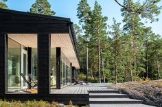 Leisure accommodation in Porvoo Dark Grey Houses, Black House Exterior, Modern Cottage, Prefab Homes, Cabins In The Woods, Glass House, Construction, Beautiful Homes, Facade