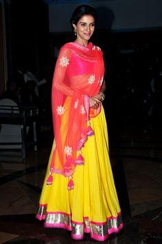 Take a look at some trendy and traditional Navratri Dandiya & Garba dress…