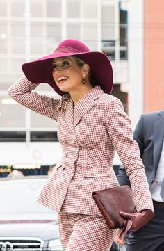 12 January 2018 - Queen Maxima opens renovated Arnhem Music House - suit by Natan Dutch Princess, Dutch Queen, Style Royal, Fancy Hats, Princesa Diana, Queen Maxima, Costume, Royal Fashion, Netherlands