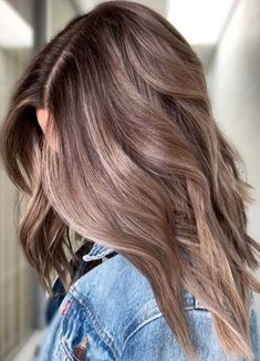 Long Wavy Ash-Brown Balayage - 20 Light Brown Hair Color Ideas for Your New Look - The Trending Hairstyle Brown Hair Balayage, Ash Blonde Hair, Hair Color Balayage, Hair Highlights, Dark Blonde, Color Highlights, Blonde Balayage, Blonde Brunette, Ombre Hair Color