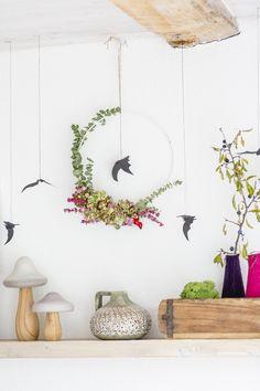 Skandinavischer Blumenkranz im Halloweenlook und Fledermäusen #halloween #deko