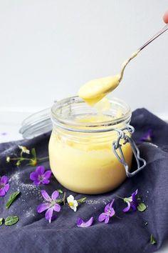 Recept på flädercurd, nästann som lemon curd fast somrigare.