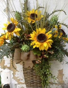 are a variety of baskets at Hobby Lobby. Use your imagination and create your own lovely front door swag! Wreath Crafts, Diy Wreath, Tulle Wreath, Wreath Ideas, Beautiful Flower Arrangements, Floral Arrangements, Wreaths For Front Door, Door Wreaths, Burlap Wreaths