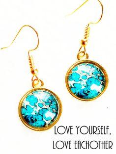 Bekijk dit items in mijn Etsy shop https://www.etsy.com/nl/listing/554496085/blauwe-oorbellen-goudkleur-mwl-design-nl