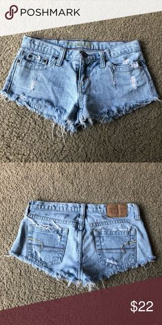 So cute, no stains. American Eagle Shorts, American Eagle Outfitters Shorts, Distressed Denim Shorts, Blue Denim, Plus Fashion, Fashion Tips, Fashion Trends, Short Shorts, Jean Shorts