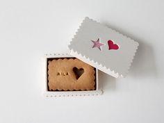 Sablés Petit Message Rose pour la Saint Valentin. by Pâtisserie Chez Bogato 7 rue Liancourt, Paris 14e. Ouvert du mardi au samedi de 10h à 19h. Tel. 01 40 47 03 51.