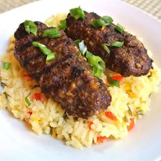 Persian beef kebabs & Spiced Rice - I Cook Different Lebanese Recipes, Turkish Recipes, Persian Recipes, Middle Eastern Dishes, Middle Eastern Recipes, Popular Greek Food, Pork Recipes, Healthy Recipes, Healthy Food