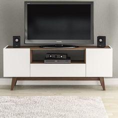 Minimalista mueble de TV donde combinan colores