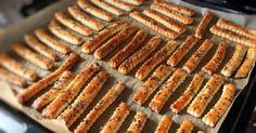 Imádom! Jó fél óra alatt kész van és mennyei!!! Néhány napig eláll, mármint ha addig sikerül jól eldugni! :))) Hozzávalók 300 g liszt, 150 g… Hungarian Cuisine, Hungarian Recipes, Salty Foods, Salty Snacks, Baby Food Recipes, Cake Recipes, Cooking Recipes, European Dishes, Granny's Recipe
