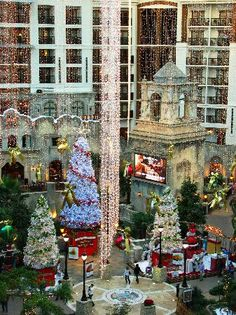 Atrium-view Gaylord Texan, Grapevine, TX at Christmas