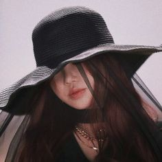 Photo album containing 52 pictures of (G)I-DLE Soyeon, Soo Jin, Aesthetic Gif, Aesthetic Filter, Jack Black, Ulzzang Girl, South Korean Girls, Kpop Girls, Pretty Woman