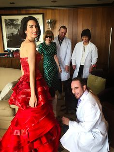 Amal Clooney's FirstMet Gala Red Carpet.....Lady Anna is on it : that´s all.....;)