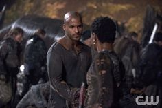 """The 100 -- """"Resurrection"""" -- Image: HU213B_0412 -- Pictured (L-R): Ricky Whittle as Lincoln and Adina Porter as Indra -- Photo: Cate Cameron/The CW -- © 2015 The CW Network, LLC. All Rights Reservedpn"""