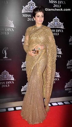 Indian Celebrities Exquisite Saree Clothings Raveena Tandon in Sabyasachi Golden Sari Bollywood Saree, Bollywood Fashion, Bollywood Actress, Beautiful Saree, Beautiful Indian Actress, Indian Dresses, Indian Outfits, Sari Dress, Saree Blouse