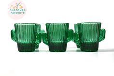 Belle collection cactus vert verre à liqueur. Cette liste est pour verre à shot…