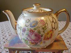 Vintage Sadler Teapot - Oooh I loike it!  It's Noice, it's diffrent, it's unushual! ;-)