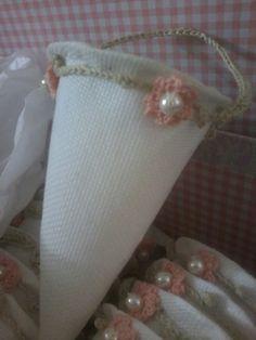 #Sacchettimatrimonio , #Weddingfavors ,  #Sacchetti , Sacchetti a Cono realizzati a mano all uncinetto. Totalmente personalizzabili nei toni scelti per il vostro Evento e impreziositi da perle nel ricamo