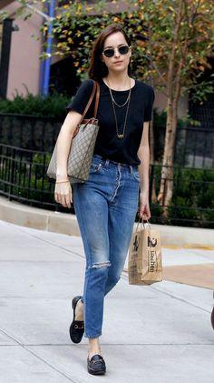 Dakota Johnson slings on the bag of the season with a throwback vibe. Dakota Johnson Street Style, Dakota Style, Mode Outfits, Casual Outfits, Fashion Outfits, Womens Fashion, Look Fashion, Her Style, Casual Looks