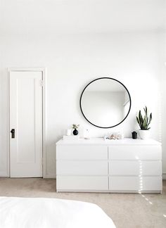25 Perfect Minimalist Home Decor Ideas. If you are looking for Minimalist Home Decor Ideas, You come to the right place. Below are the Minimalist Home Decor Ideas. This post about Minimalist Home Dec. All White Room, White Rooms, White On White, White Walls, Minimalist Room, Minimalist Home Decor, Minimalist Interior, Modern Minimalist, Minimalist Design