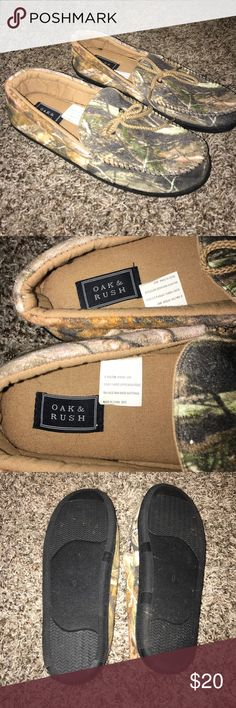 Men's Camo slippers Oak & Rush men's camo slippers - size 9. Worn once for like 10 minutes. Very soft & comfy! Great Father's Day gift!! Oak & Rush Shoes Loafers & Slip-Ons