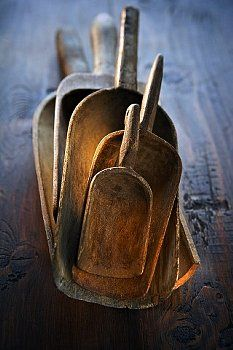 Rustic wooden scoops are fantastic counrty decor when piled together adding that primitive kitchen or farmhouse feel. Primitive Antiques, Country Primitive, Primitive Kitchen, Country Farmhouse, Wooden Kitchen, Vintage Kitchen, Vintage Wood, Kitchen Pics, Vintage Country