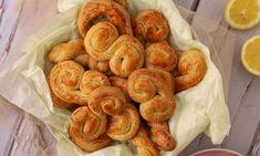 Κουλουράκια της Λαμπρής | Gossip-tv.gr Greek Cookies, Easter Treats, Greek Recipes, Shrimp, Sausage, Meat, Food, Sausages, Essen