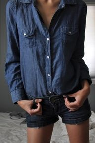 Dark Chambray shirt and dark denim short cut-offs- so chic together! Denim on denim just keeps coming back into style! All Jeans, Love Jeans, Denim Jeans, Denim Shirts, Fashion Mode, Denim Fashion, Womens Fashion, Mini Short, Double Denim
