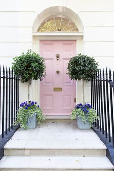 I think I could moonlight as a part time pink door hunter. One of my favs from Front Door Colors, Front Door Decor, Painted Front Doors, Pink Houses, Entrance Doors, Interior And Exterior, Nordic Interior, Interior Door, Cottage Exterior