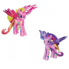 """Güzel Kanatlı Pony'nin asortileri Prenses Cadance ve Prenses Twilight Sparkle'ın kanatları öyle büyük ve göz alıcı ki minik kızlar her birine sahip olmak isteyecek! Üstelik prensesler """"Gökkuşağı"""" temasıyla çok daha renkli, çok daha havalı..Yaş: 3 yaş + , 2 çeşit. Her çeşit ayrı satılmaktadır.Ürün resmi temsilidir. Siparişler stok durumuna göre gönderilmektedir. Detaylı stok bilgisi için iletişime geçiniz."""