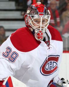 OTTAWA, ON - OCTOBER 11: Mike Condon #39 of the Montreal Canadiens looks on as he guards his net against the Ottawa Senators during his NHL debut at Canadian Tire Centre on October 11, 2015 in Ottawa, Ontario, Canada. (Photo by Andre Ringuette/NHLI via Getty Images)