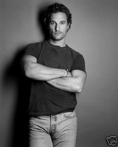 Some guys look really great in tee shirts and some guys just look really great in anything the wear (or don't). Matthew McConaughey is one of those guys. Matthew Mcconaughey, Hot Men, Sexy Men, Hot Guys, Eye Candy, Cinema Tv, Logan Lerman, Actrices Hollywood, Senior Guys