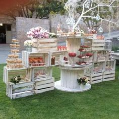 We've found some gorgeous shabby chic garden party ideas perfect for a bridal shower, baby shower or a special little princess' birthday party. Dessert Bar Wedding, Wedding Candy, Wedding Desserts, Dessert Bars, Wedding Decorations, Dessert Tables, Dessert Ideas, Party Wedding, Table Wedding