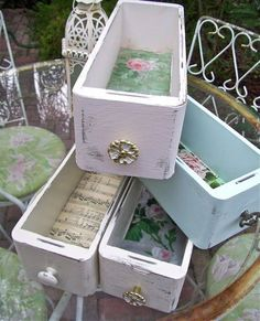 .•°¤*(¯`★´¯)*¤° Old sewing machine drawers lined with old shee music or old wallpaper •°¤*(¯`★´¯)*¤°.