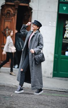 THE SUPER LONG COAT. Pink sweater+black distressed jeans+black sneakers+black shoulder bag+grey checked long coat+black fisherman cap. Fall Casual Outfit 2013