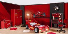 Arabalı Yatak Modelleri | Son yıllarda oldukça popüler çocuk odası mobilyaları aralarında olan arabalı yatak modellerinin birçok çeşidi olduğunu biliyor musunuz? Bende aynı mobilya tutkunu oğlumdan dolayı hayatımın hatasını yaptım ve arabalı yatak modelini aldım:))) Neden hata derseniz devasa boyutta ki yatak modelini sığdıracak oda bulmak da zorlandım. Evet arabayı yerleştirdik sorun bitti mi? Tabi ki hayır diğer mobilyalar için boşa alan bulmamız lazım.:))) Şaka bir yana büyük mekanlar…